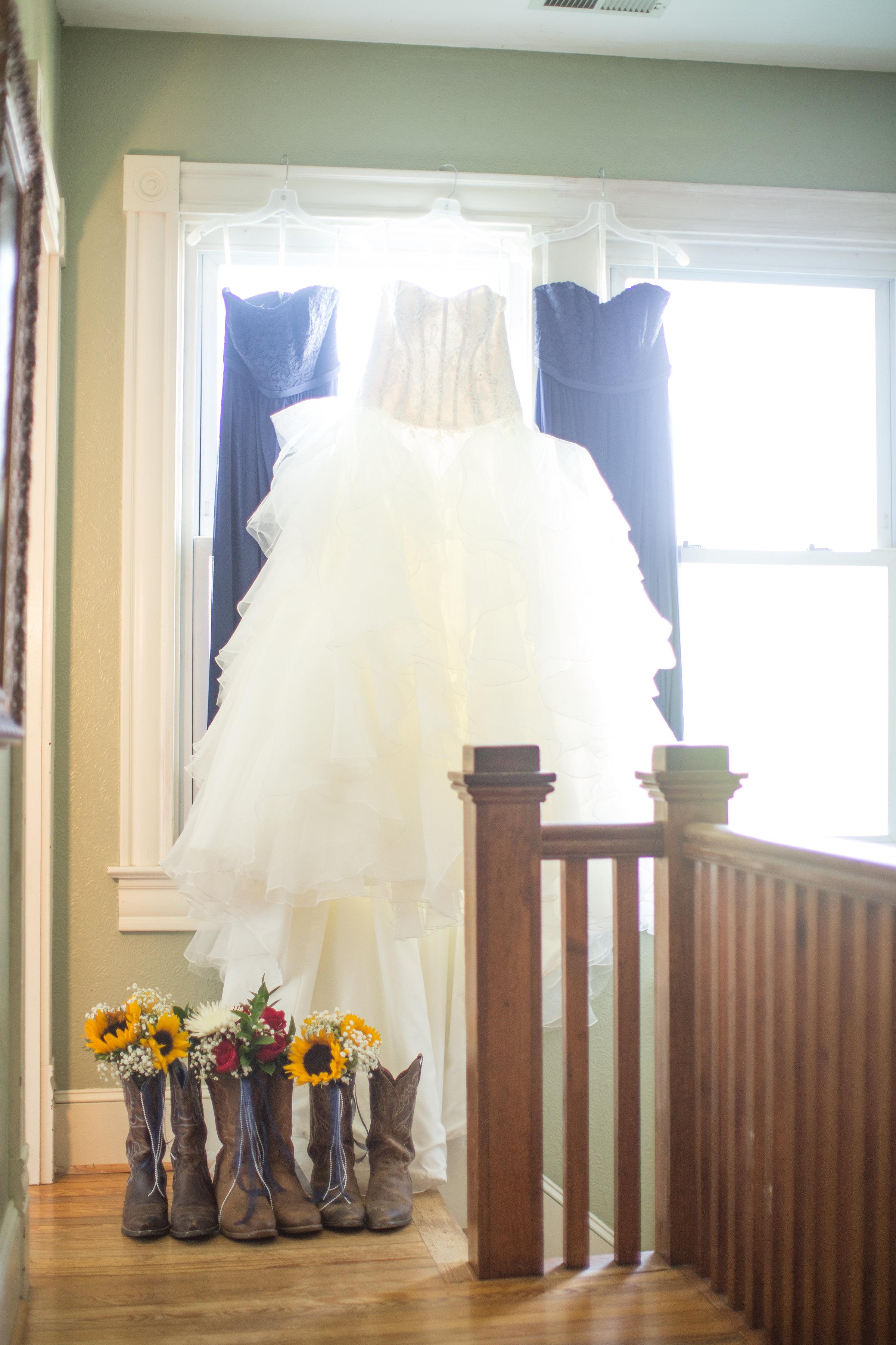 weddingdress-countrywedding-rusticwedding-bridesmaids.jpg