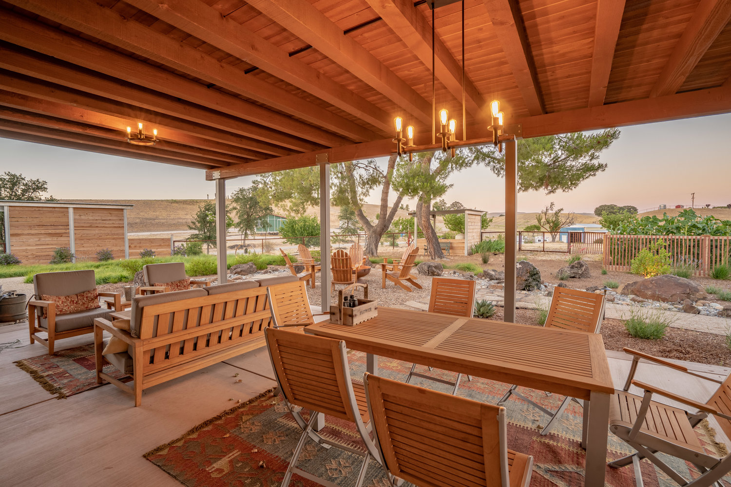 custom-pergola-dining-and-lounge.jpg
