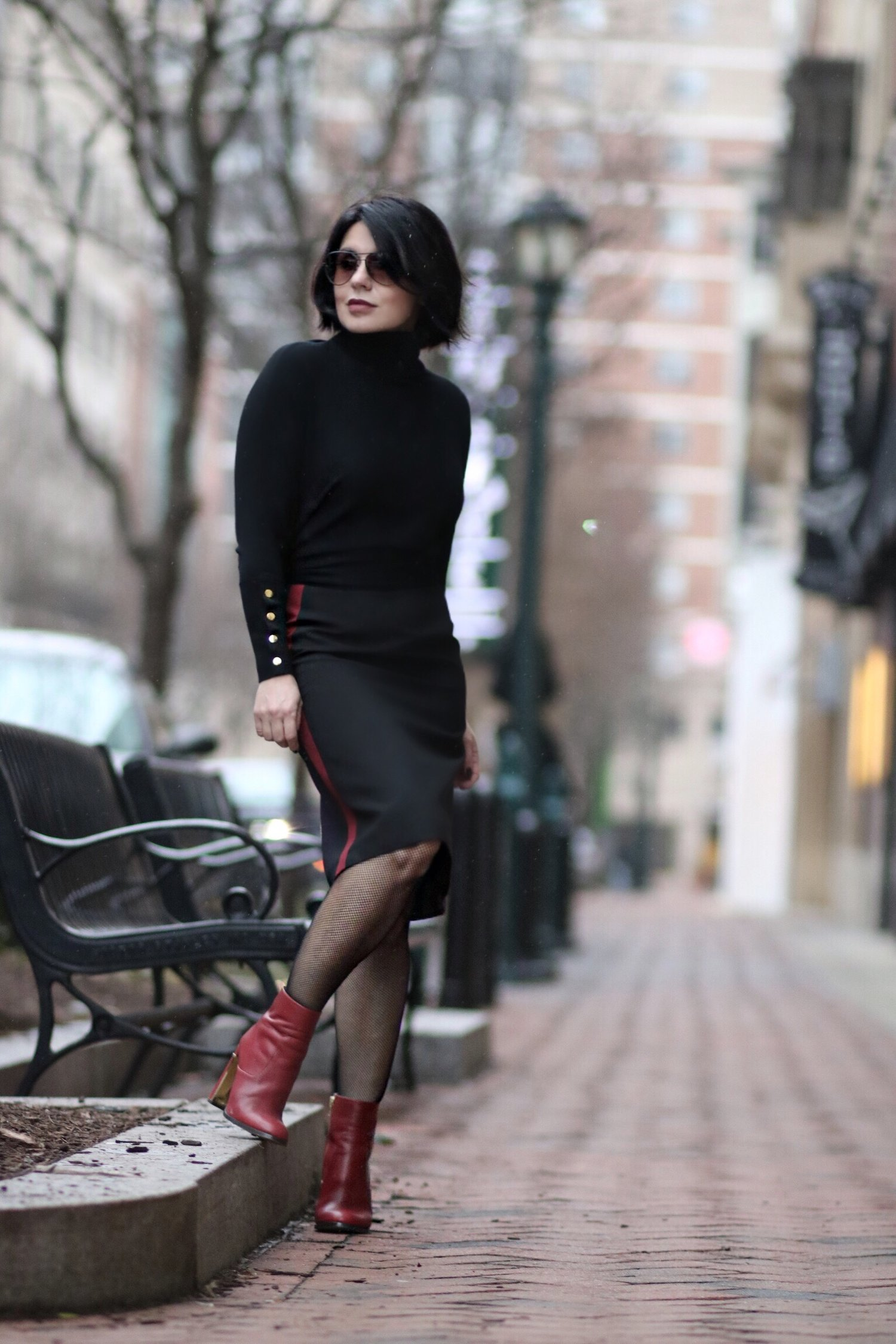 black-poncho-metal-accents-streetstyle