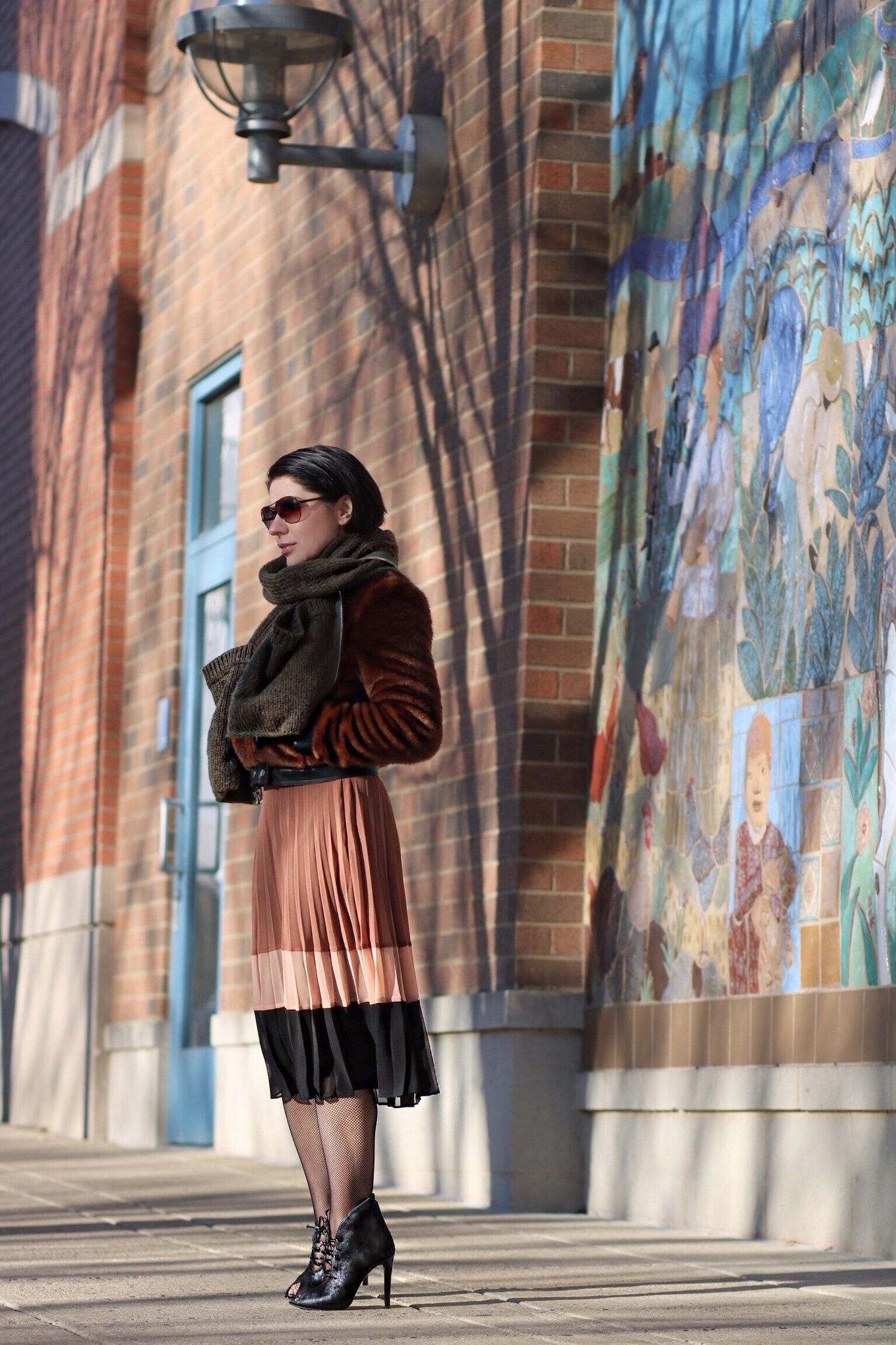 pleated-skirt-blogger-style