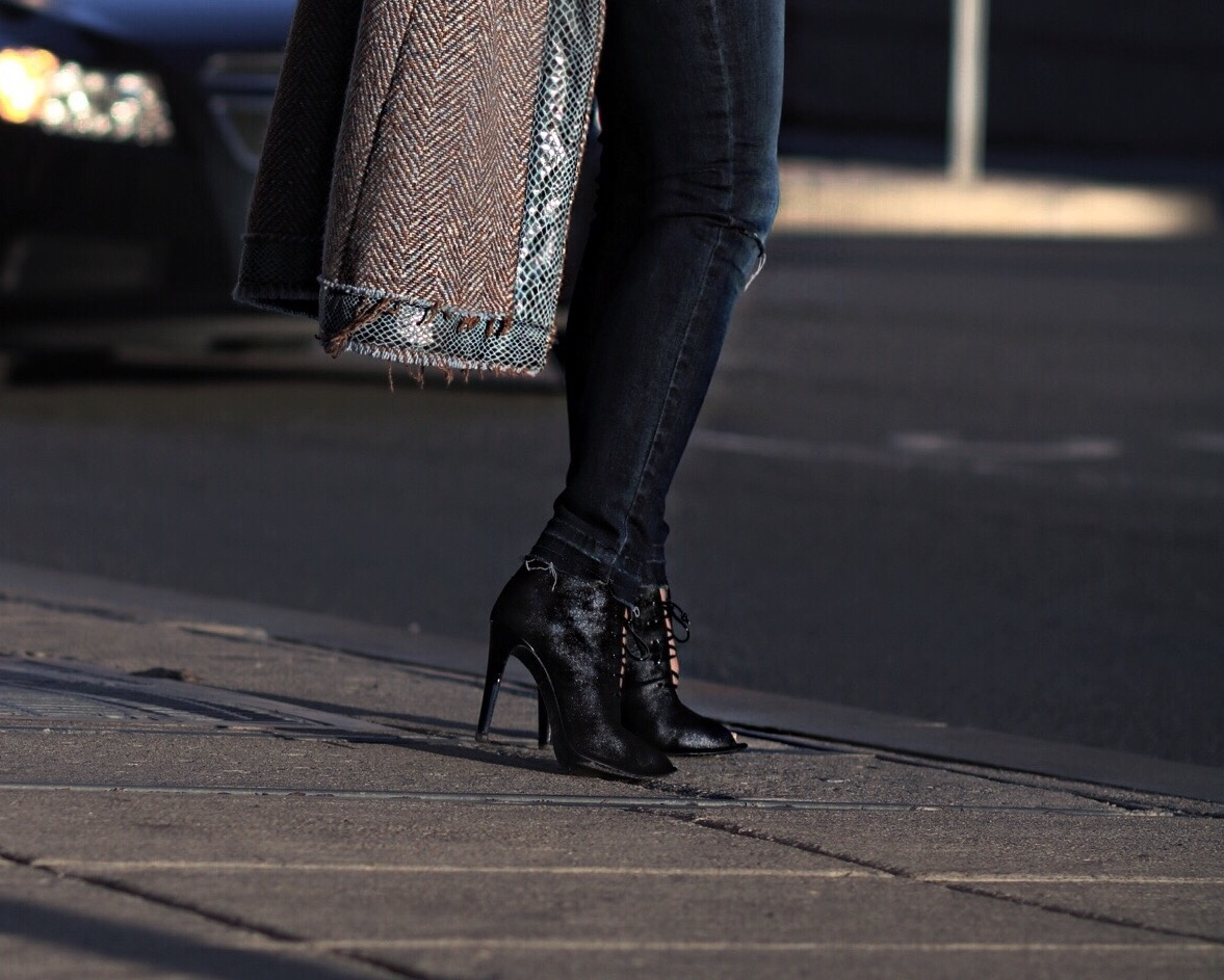 lace-up-ankle-boots-fashion-blogger
