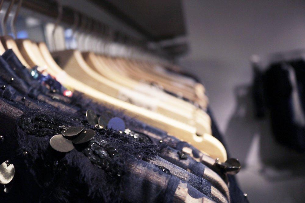 close-up-Elie-Tahari-racks