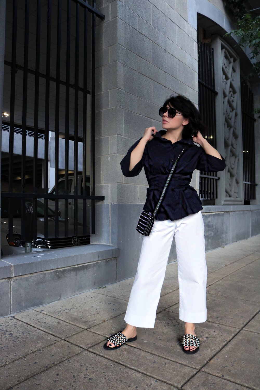 navy-tie-front-top-white-pants-streetstyle