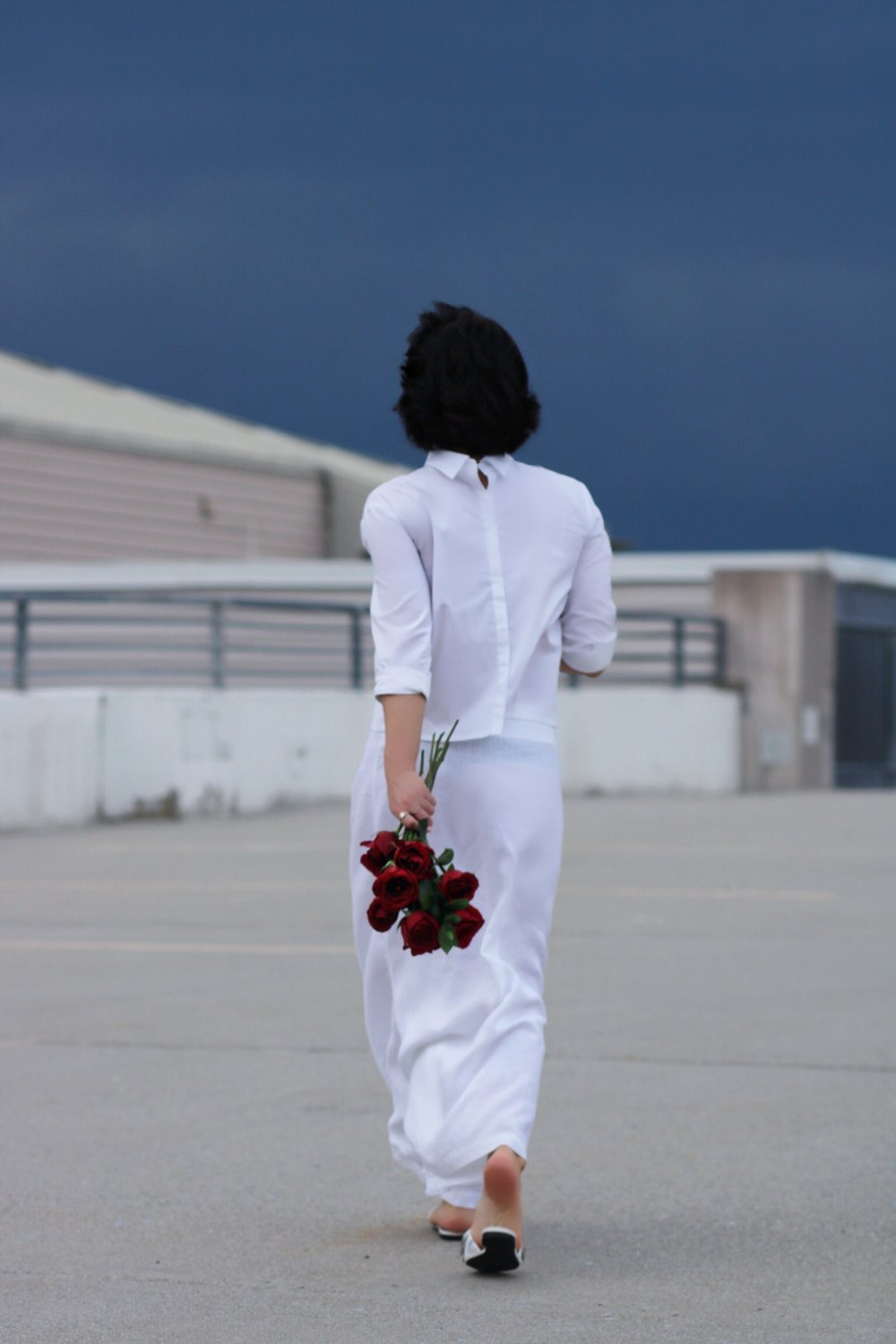 back-view-blogger-style-white-linen
