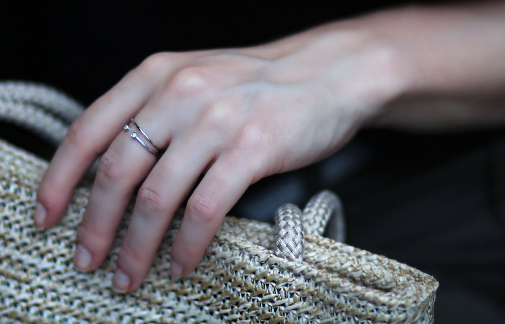 Close-up-Mejuri-white_14K-stack-rings