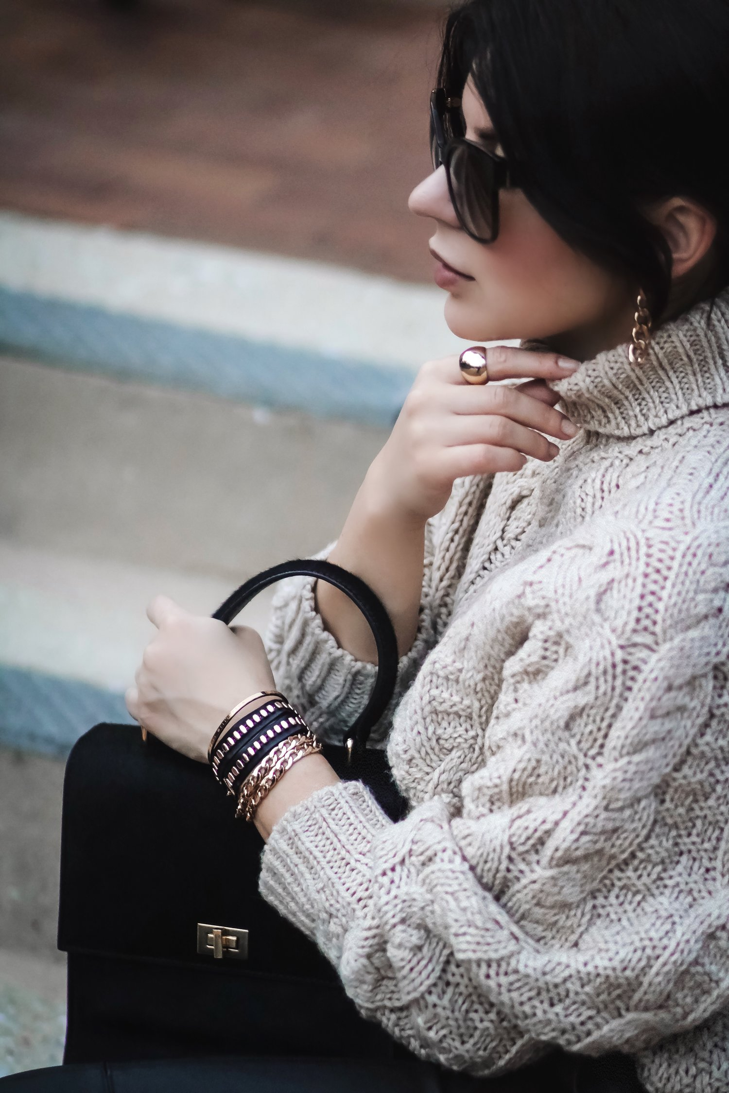 isabel-petite-blogger-gold-jewelry