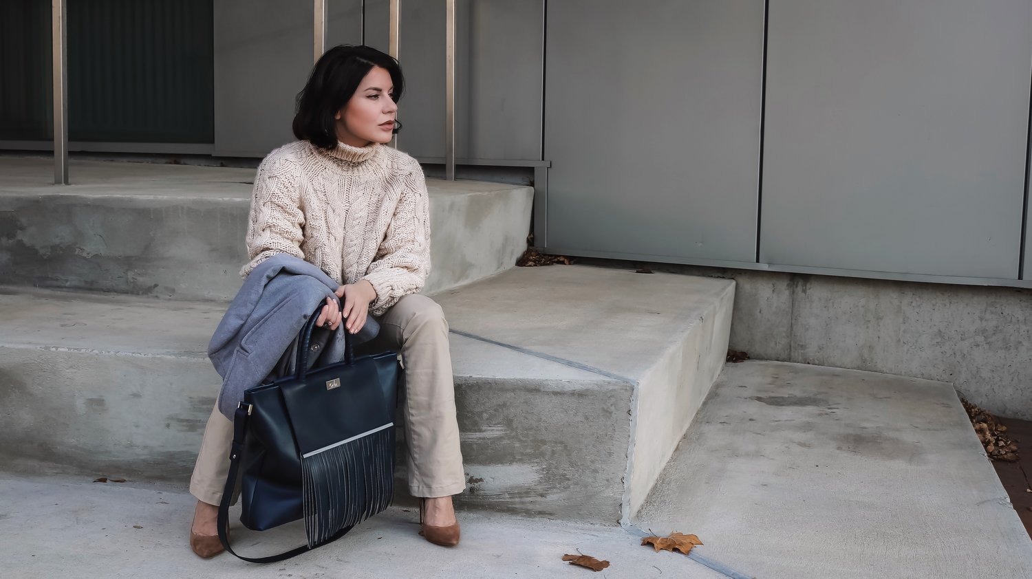 Blogger-Sitting-Down-Neutral-Look