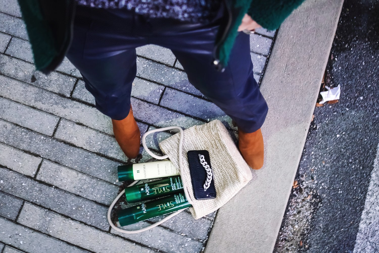 streetstyle-camel-boots-bag-details