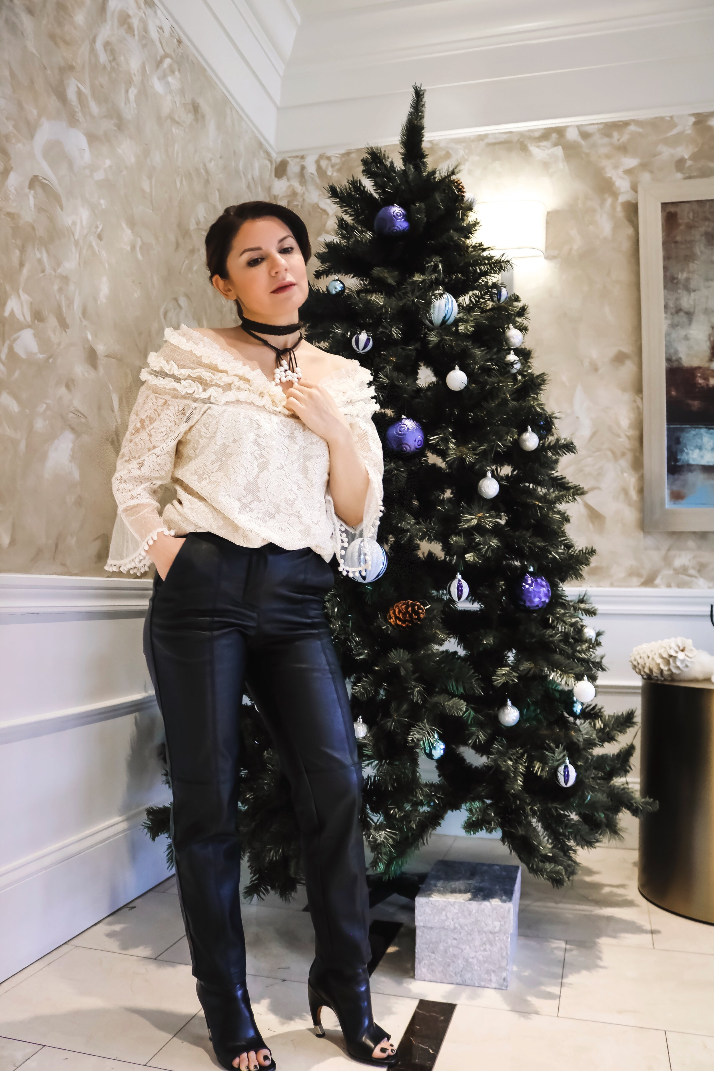 isabel-alexander-holiday-style-lace-leather