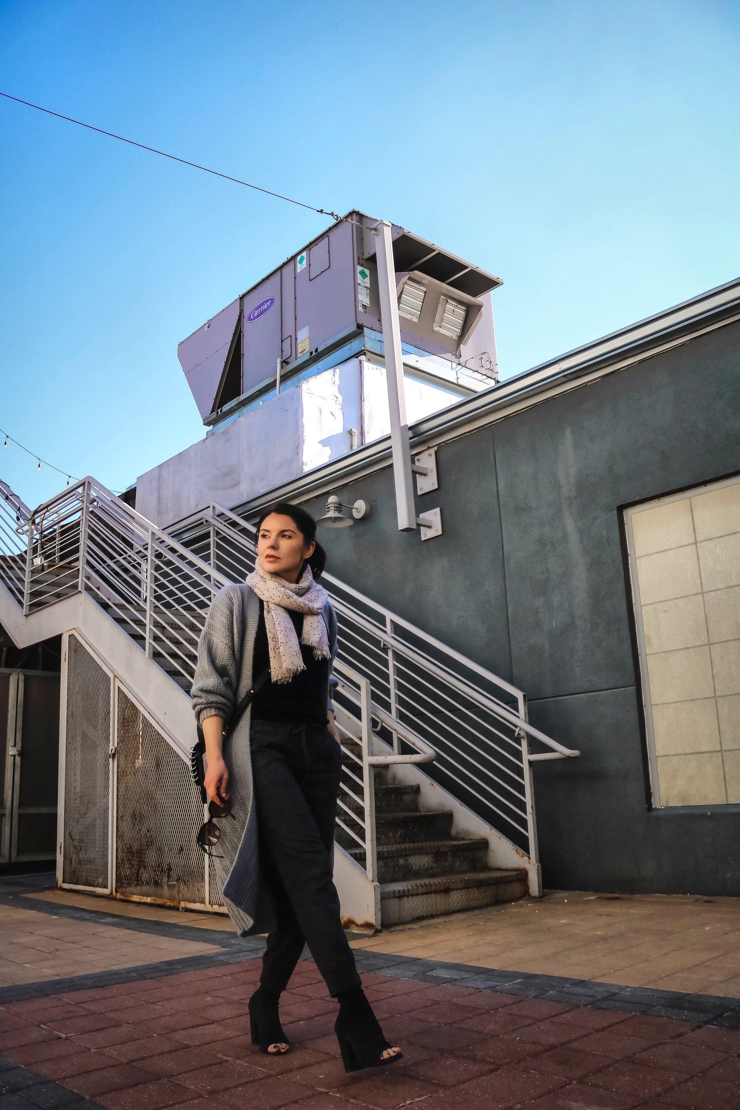 Isabel-Alexander-airport-outfit-walking.jpeg