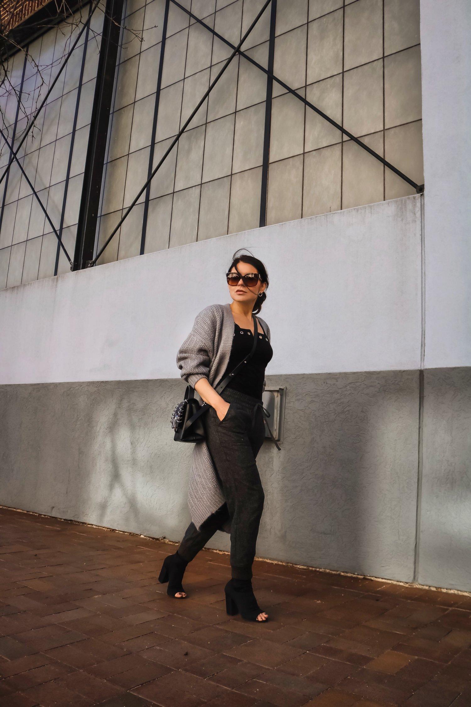 Isabel-Alexander-travel-outfit-tranformation-street-shot