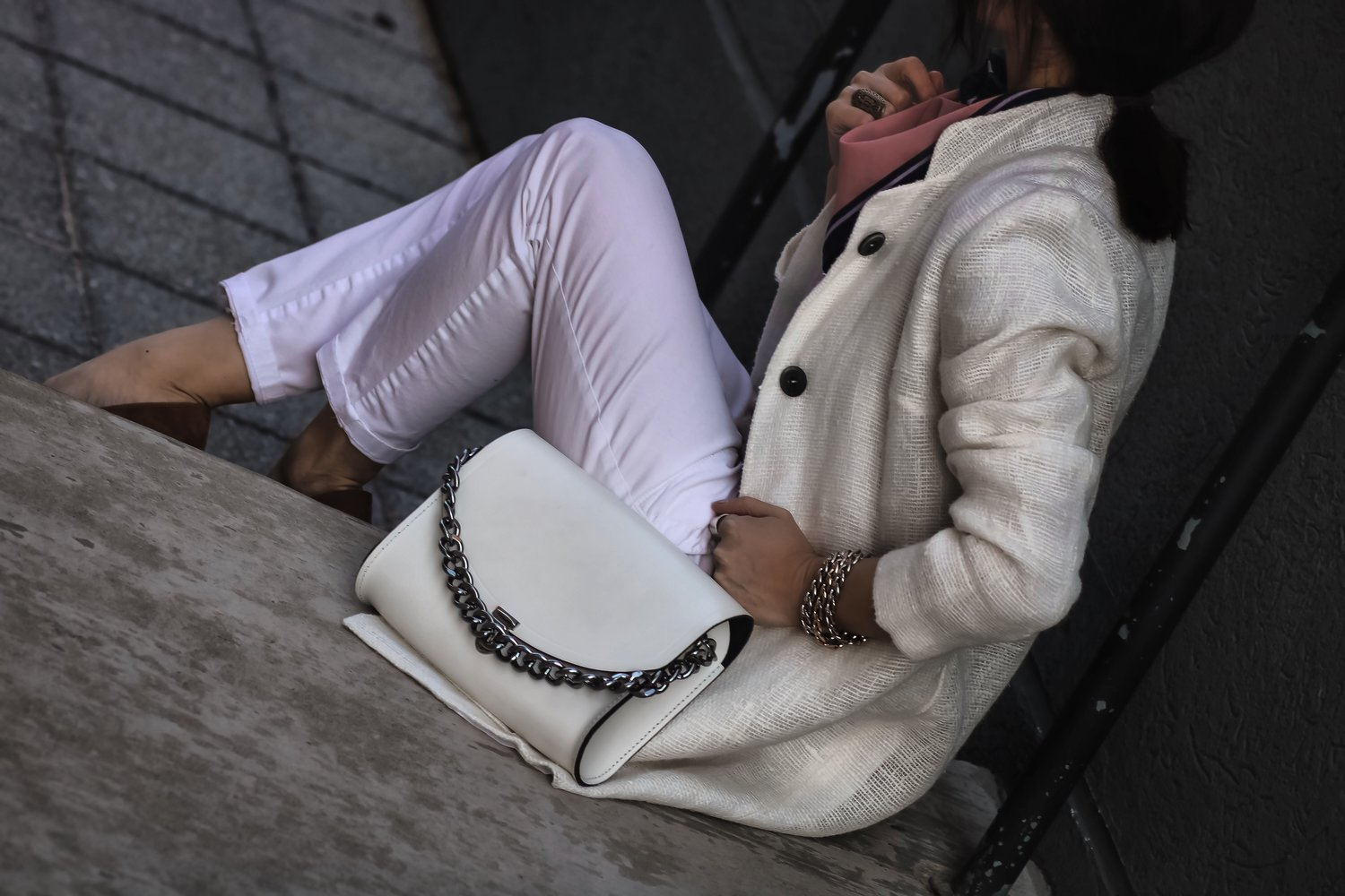 Isabel-Alexander-white-denim-coat-oversized-chain-bag-details