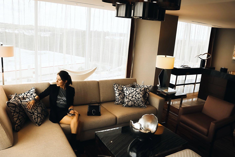 Live Hotel Casino Maryland Presidential Suite Isabel Alexander Enjoying Decor