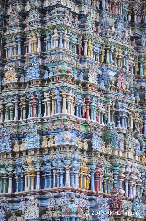 360 degrees of the temple gopuram has Gods and Godesses in Mudra