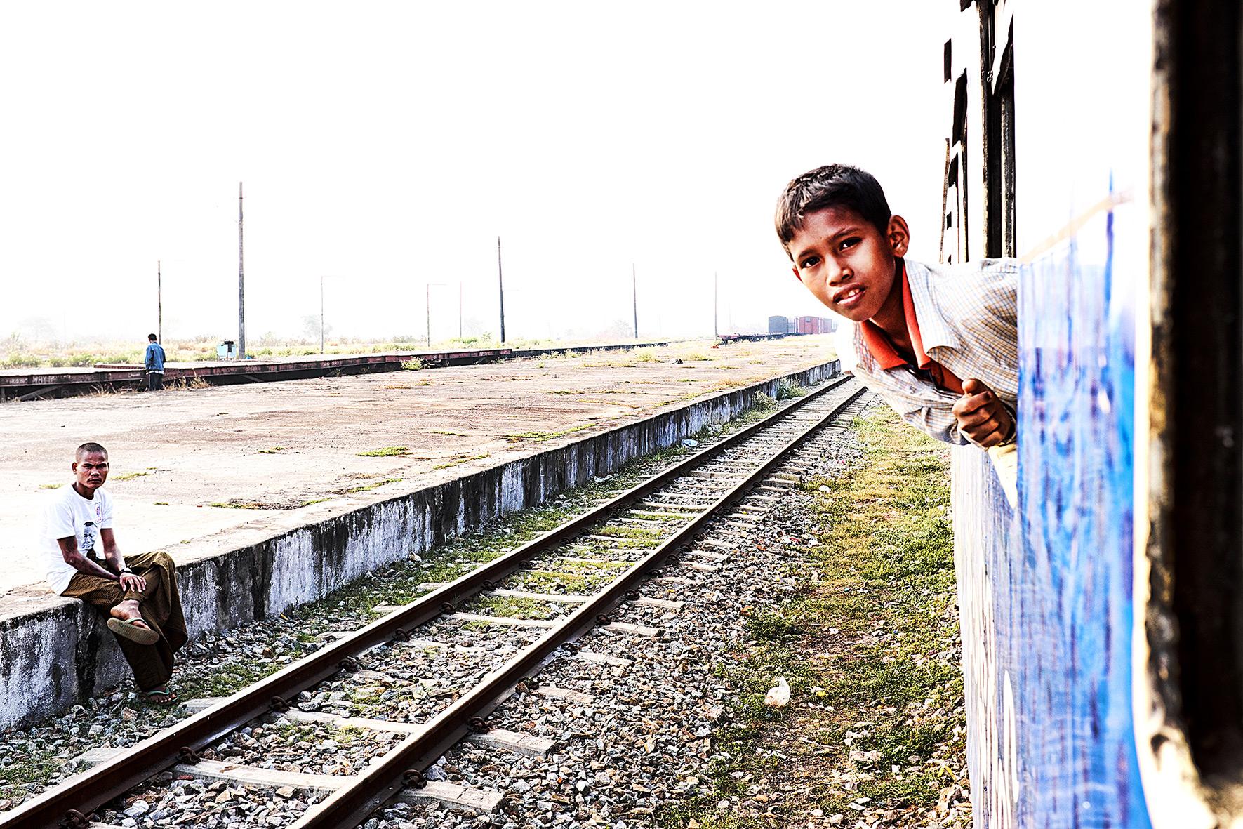 #en train 12. Myanmar. 2015