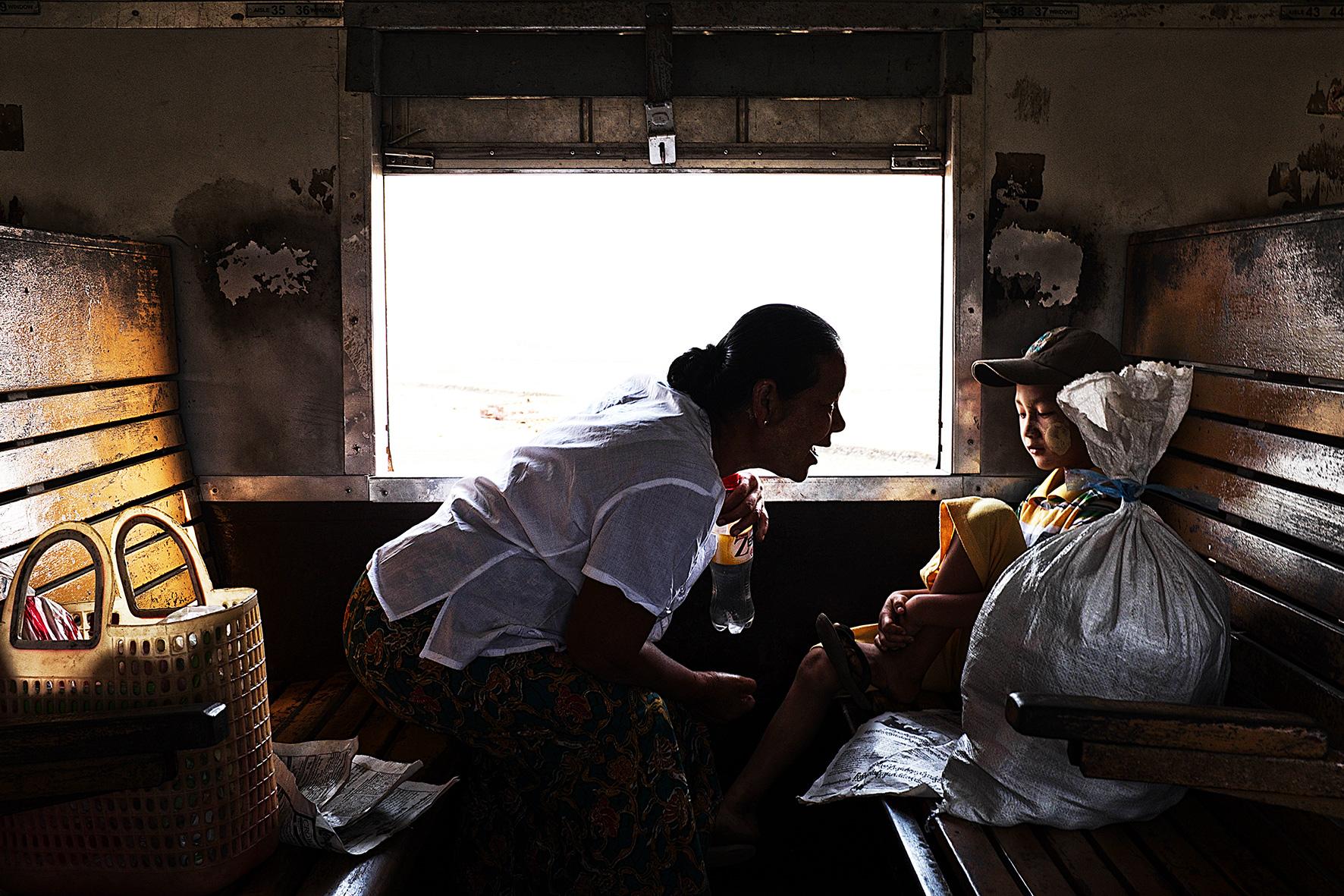 #en train 19. Myanmar. 2015