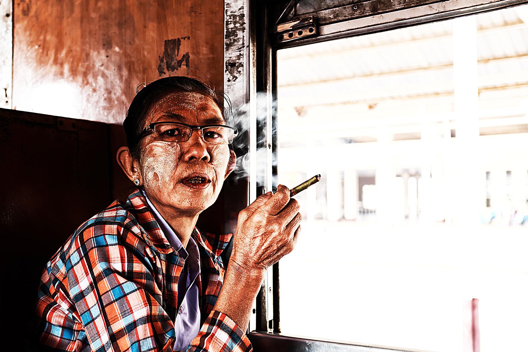 #en train 25. Myanmar. 2015
