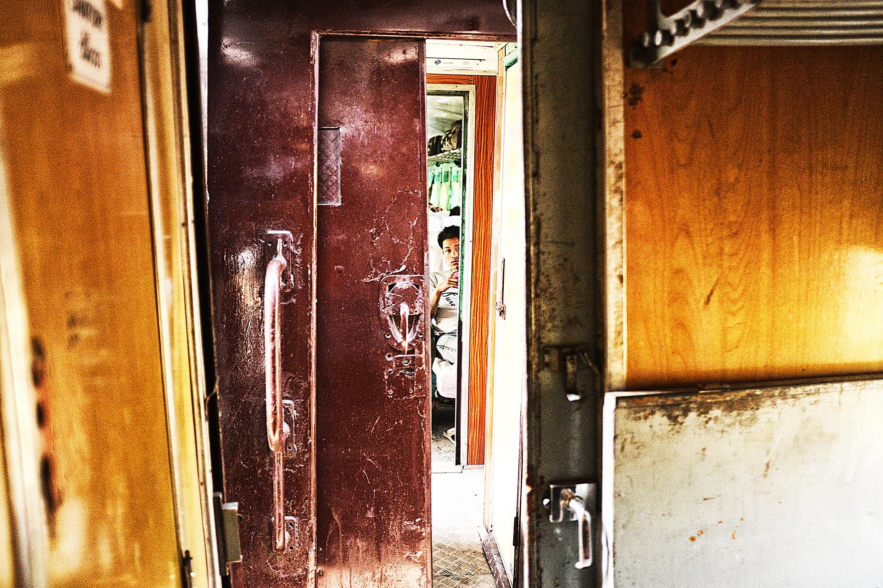 #en train 37. Myanmar. 2015