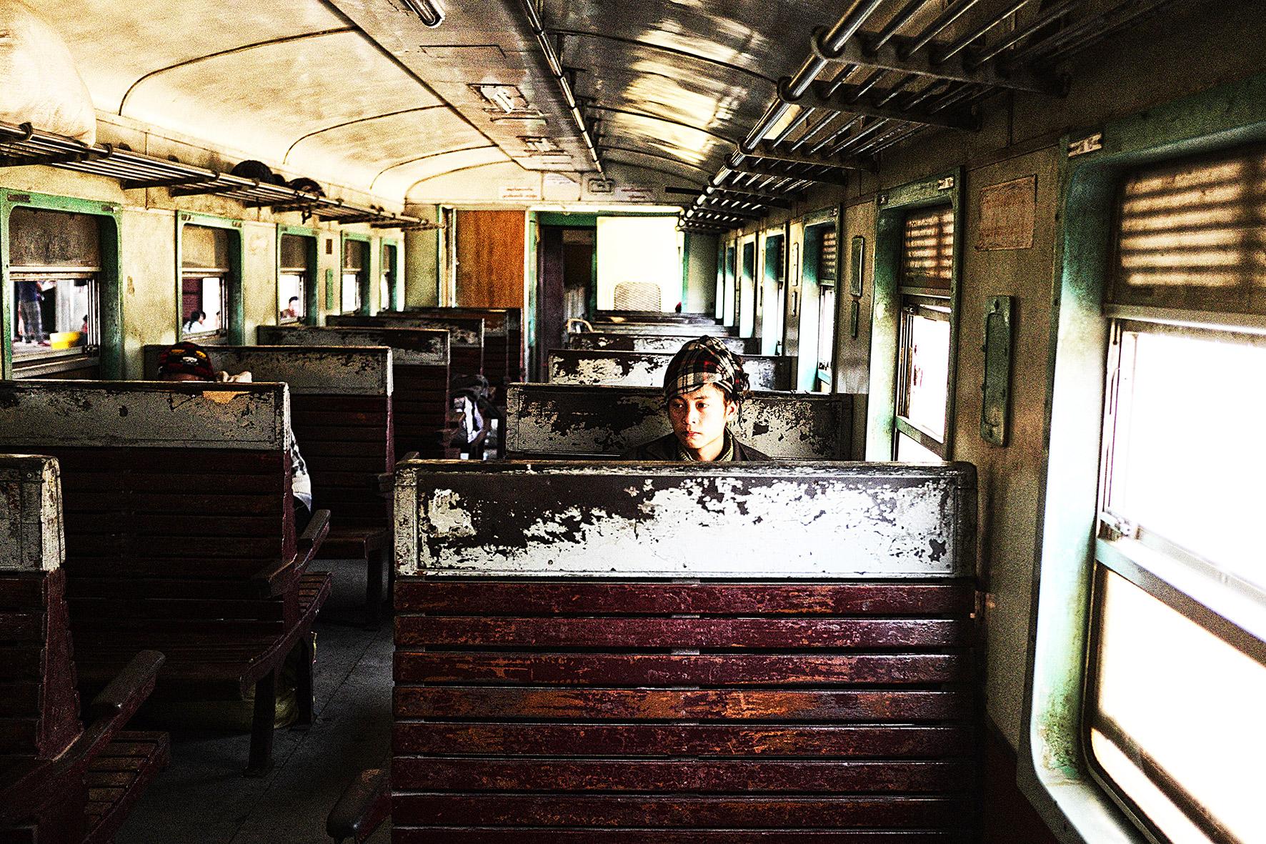 #en train 42. Myanmar. 2015