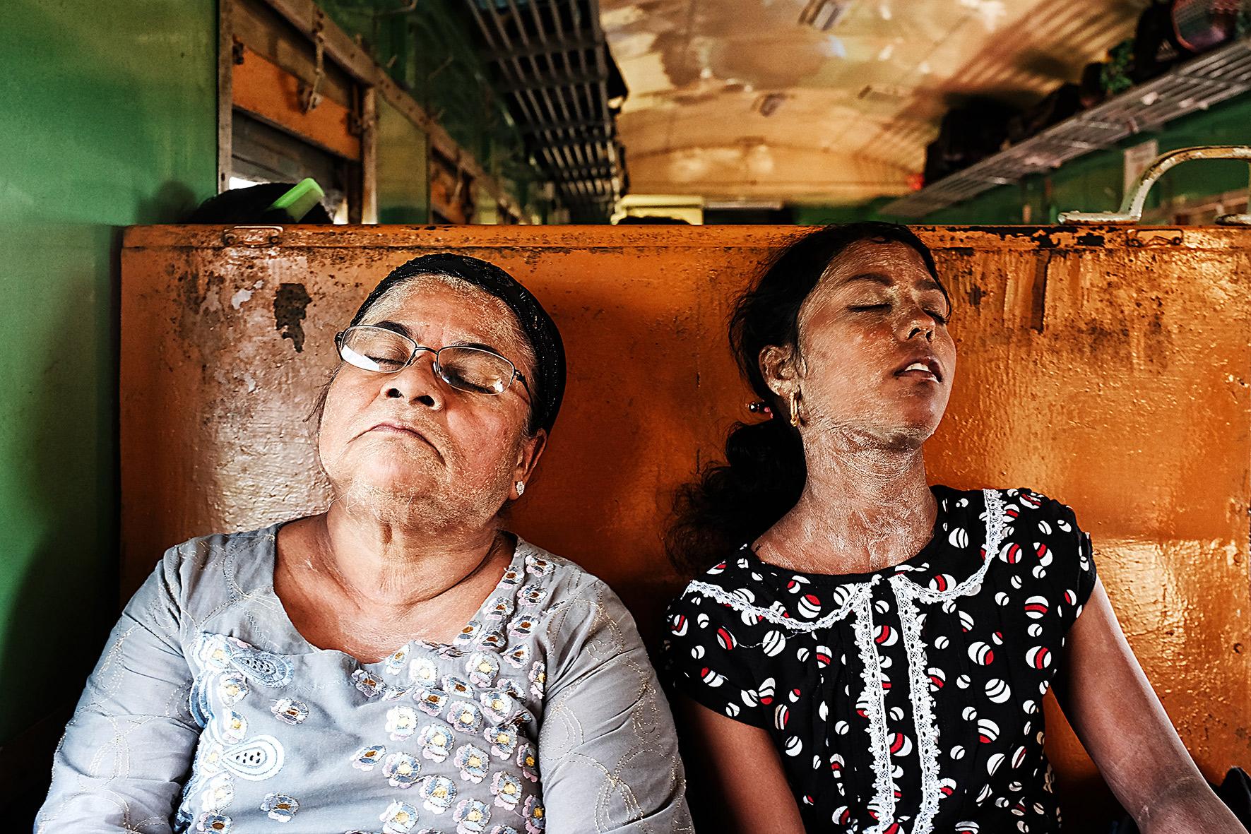 #en train 44. Myanmar.2016