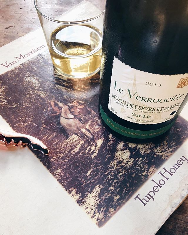 Starting Memorial Day Weekend w some Van Morrison Tupelo Honey + Le Verroueille Muscadet ✨🎧 #winylpairing