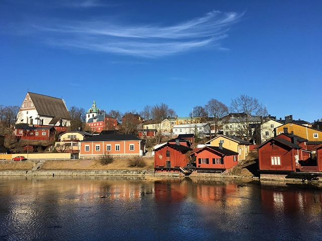 Spring is here for sure! ☀️ . . . . . #nofilter #borgå #porvoo #visitporvoo #spring #oldtown #river