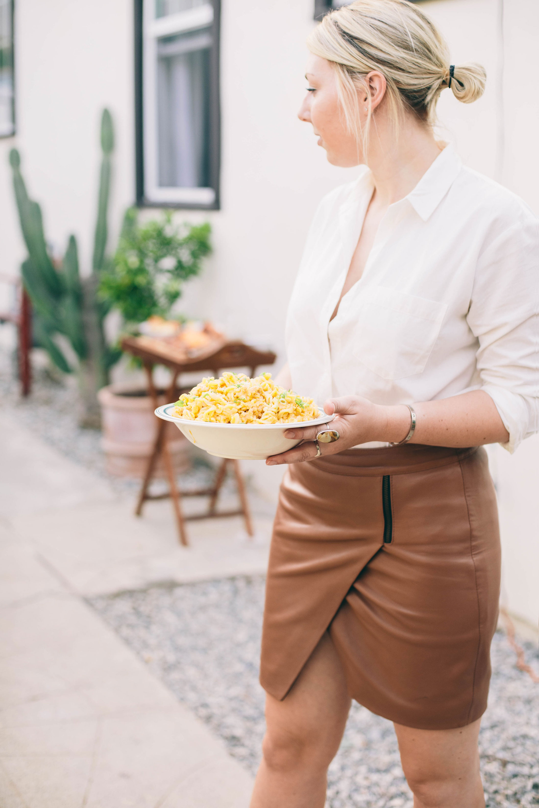 holding-mac-and-cheese.jpg