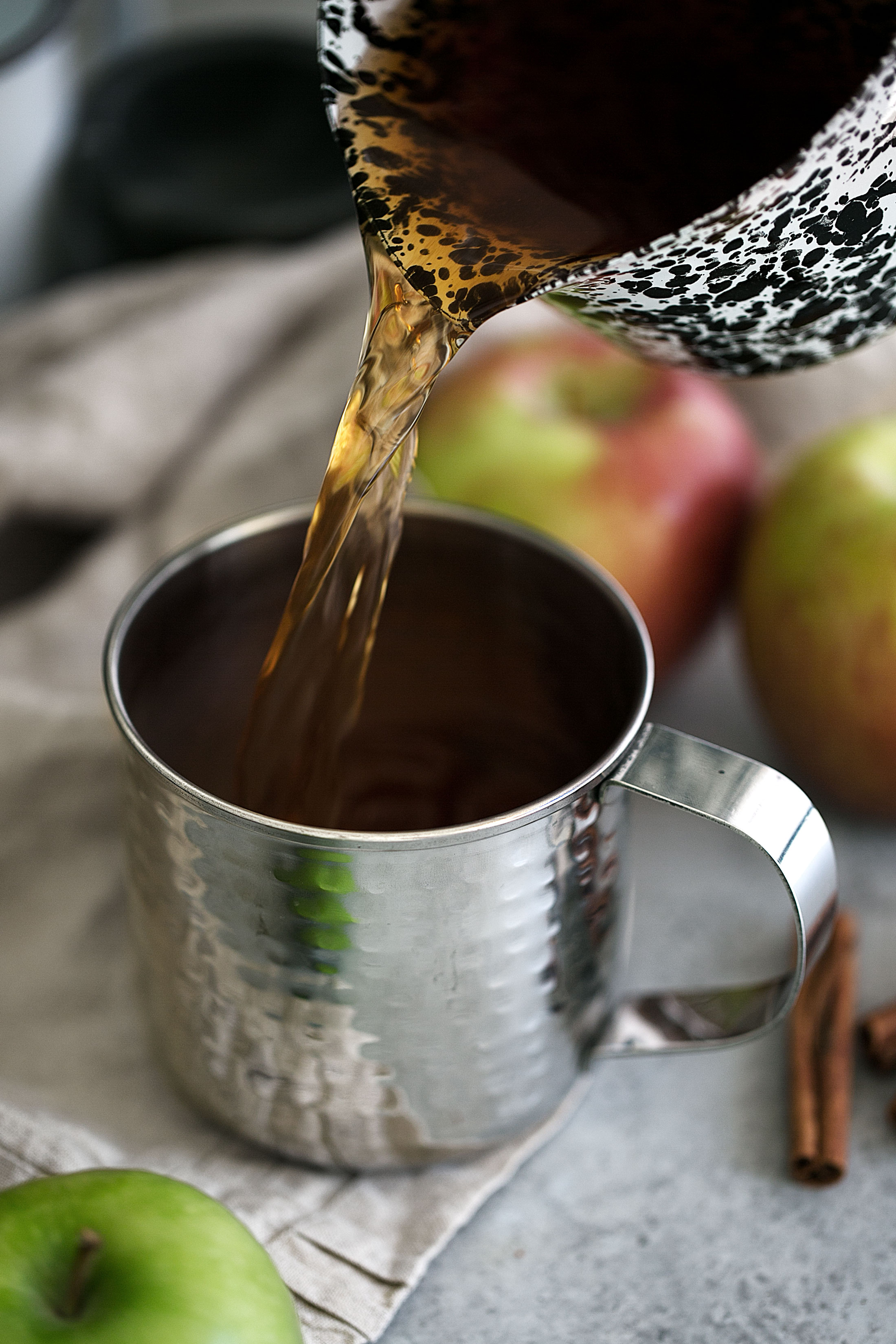 cinnamon caramel apple drink pour