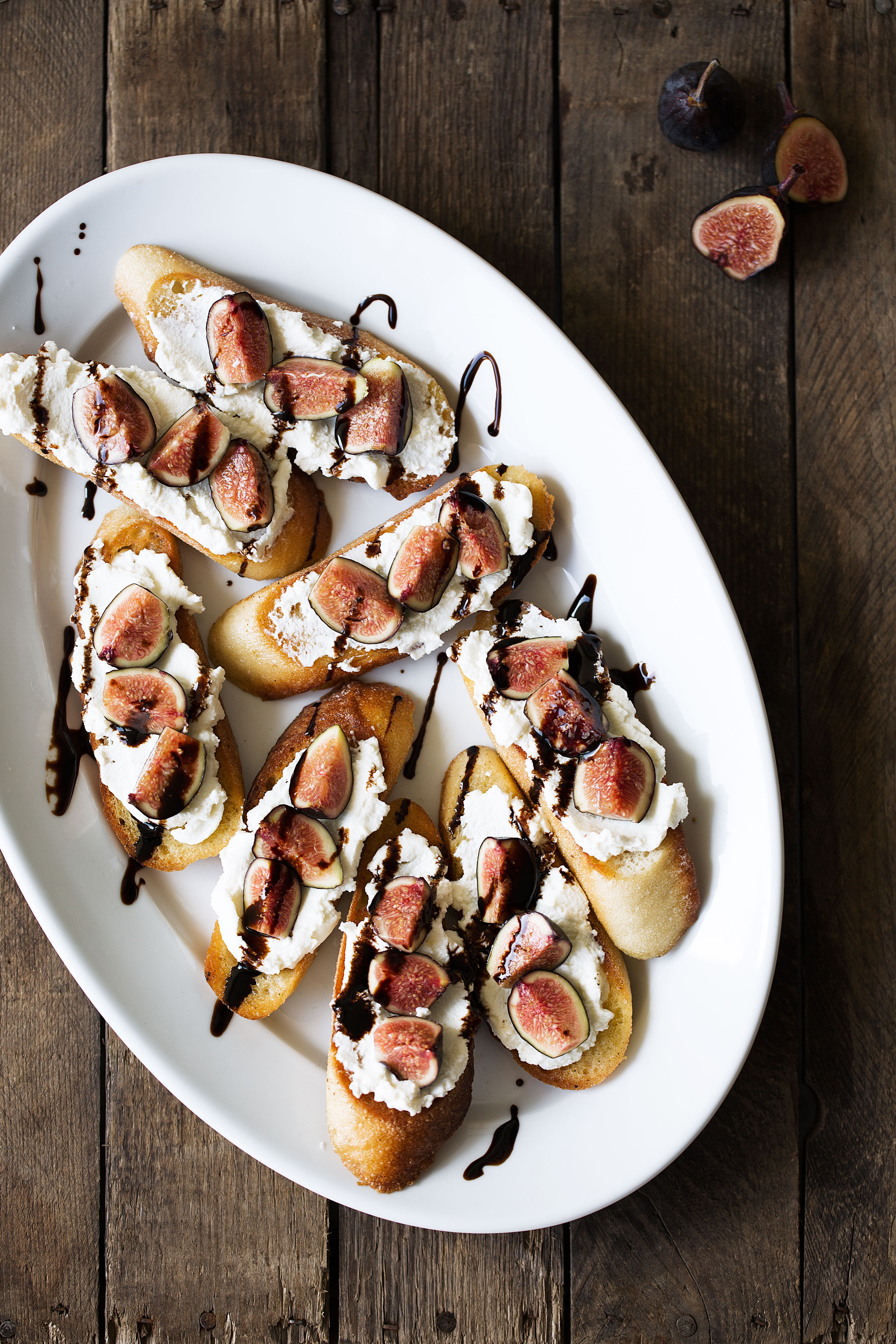 crostini with ricotta, figs and balsamic cooking with cocktail rings