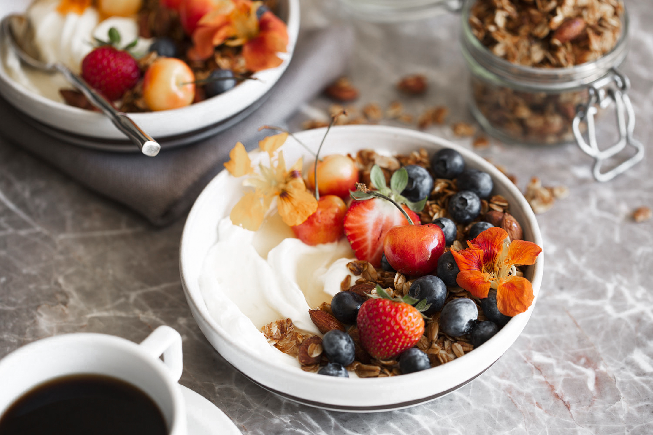 honey almond granola with greek yogurt berries and honey