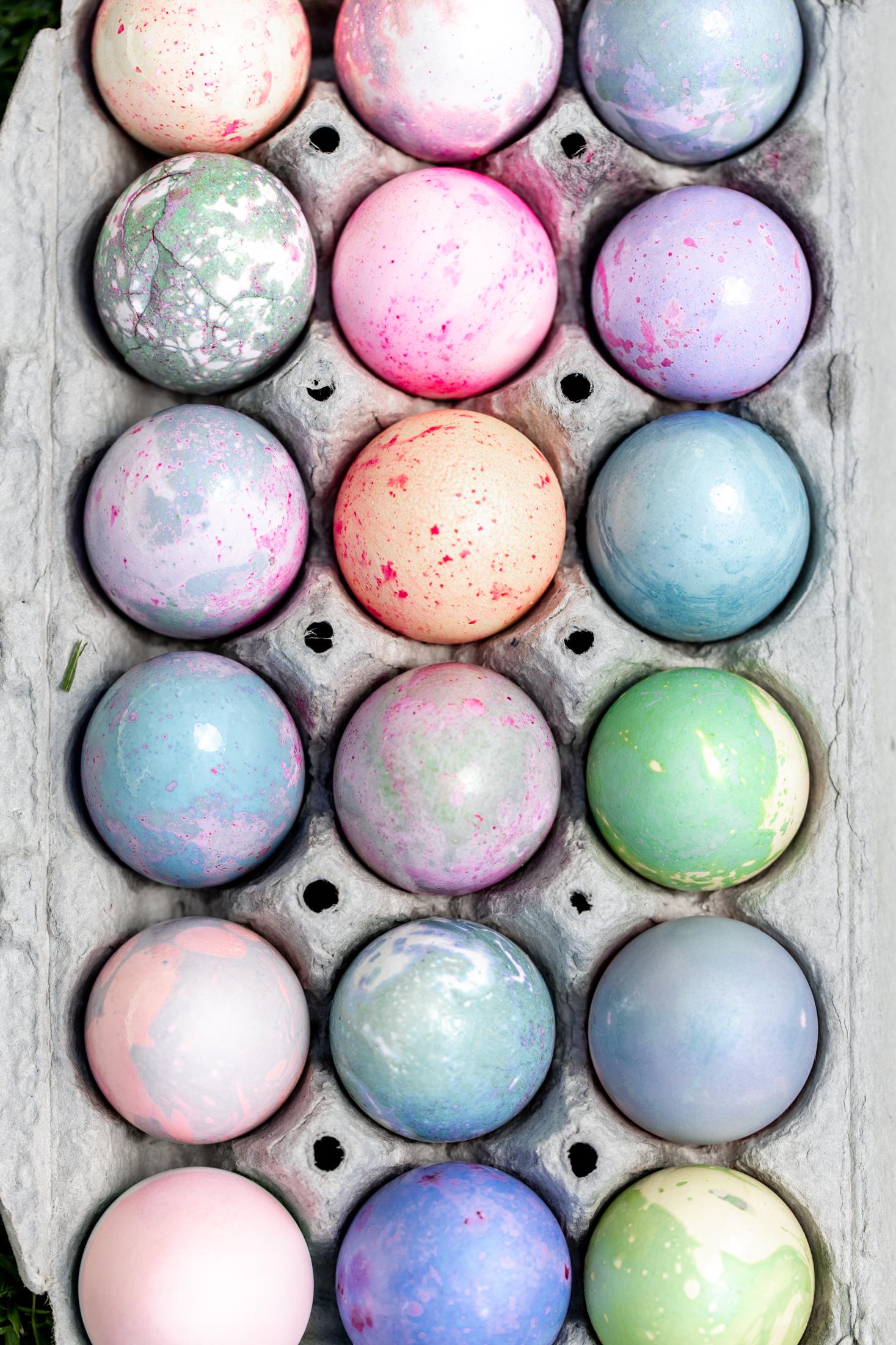 How to Dye Easter Eggs add vegetable oil for marbling