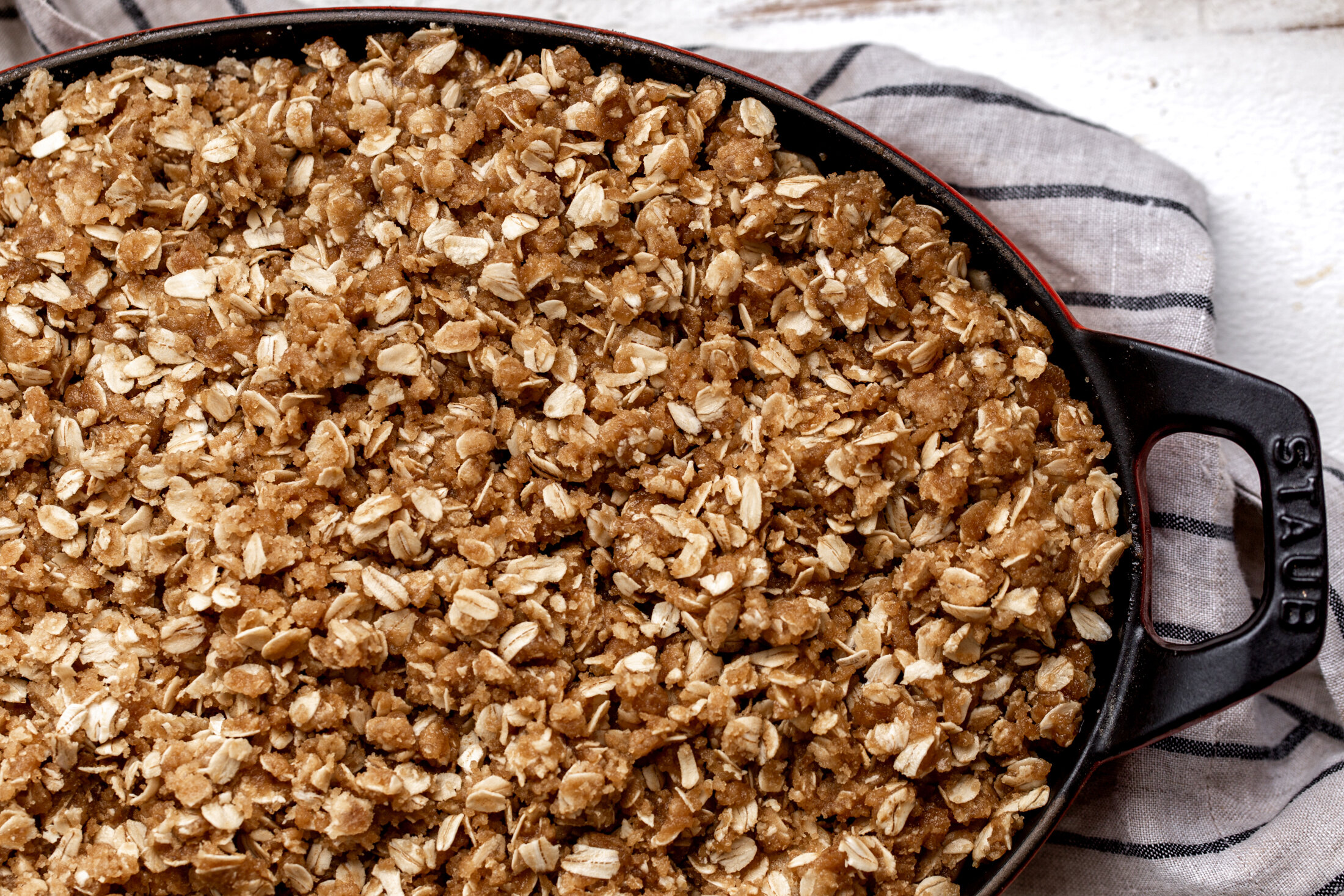 apple crisp closeup crumble