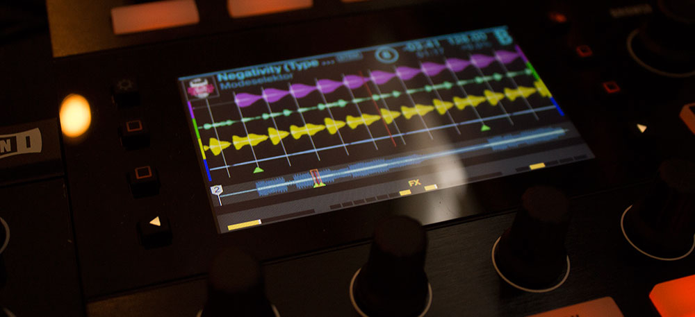Traktor Kontrol D2 GUI showing visual representation of a Stem file.