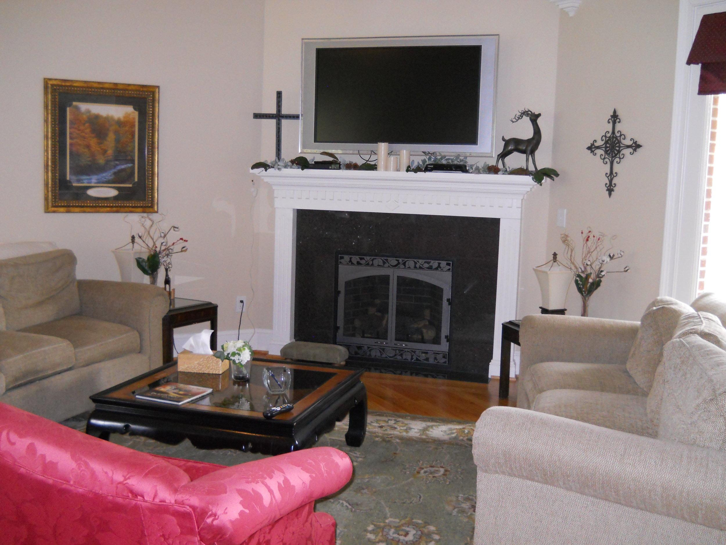 WJ Living Room 3.JPG