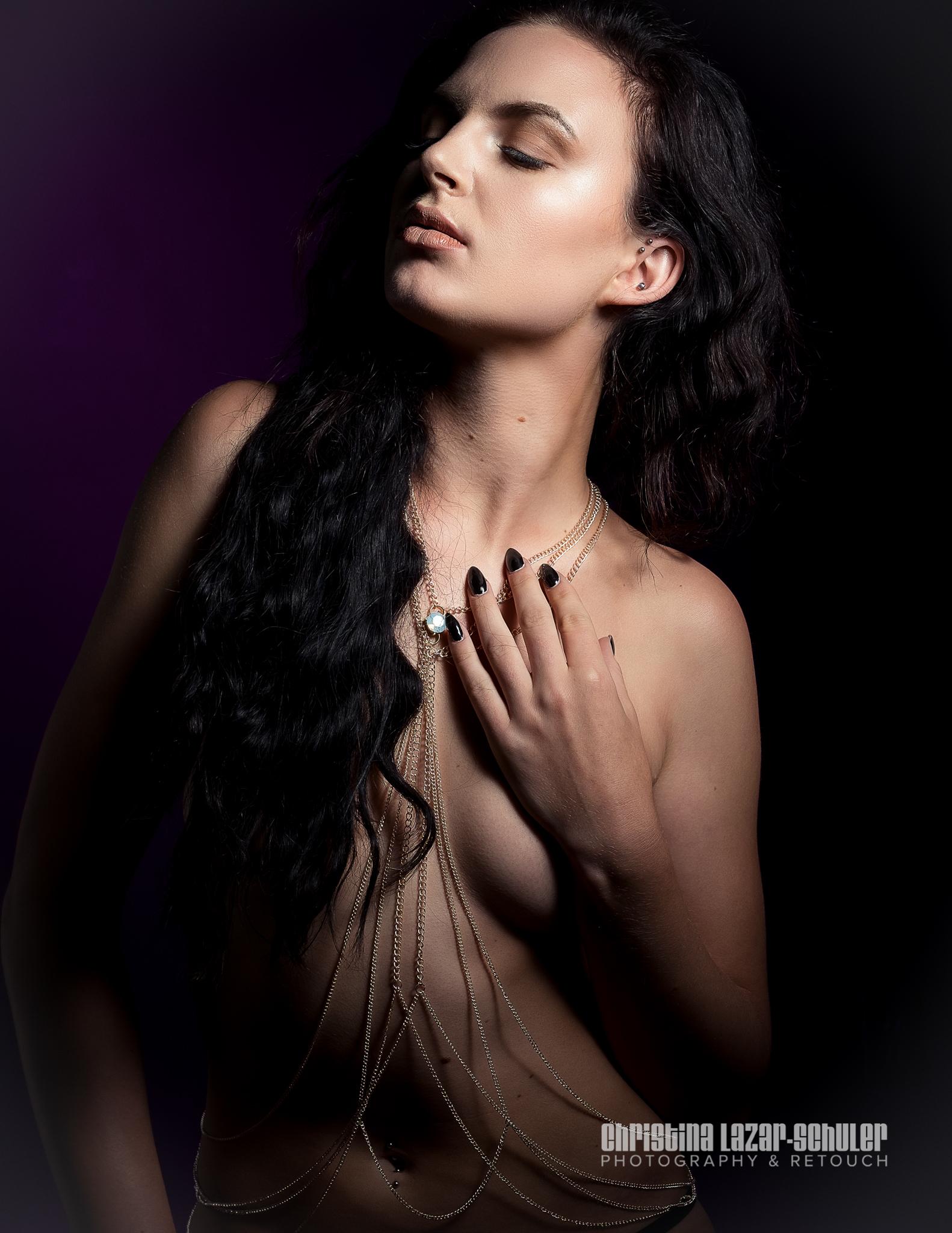 Model: Karie Holst MUA: Evelyn Affleck Body chains by: KORPS