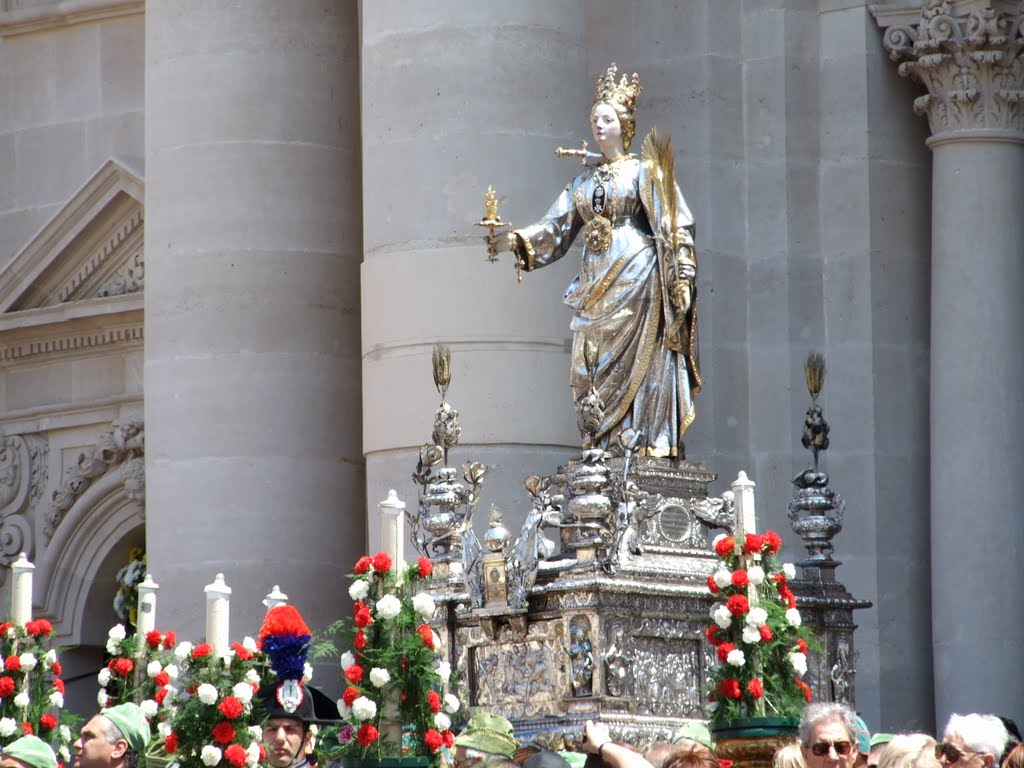 Silver statue of Santa Lucia, Siracusa  Photo by Mikystar / CC BY-SA 3.0
