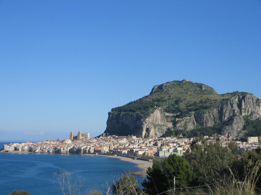 Cefalù panoramic (photo by Piero Tasso, 2005).JPG.jpeg