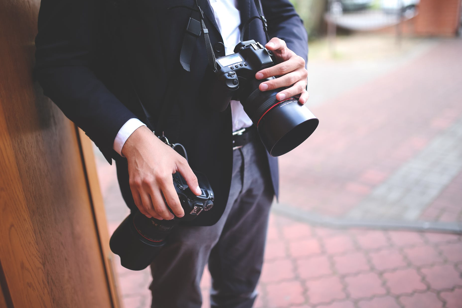 HOW TO CHOOSE YOUR WEDDING PHOTOGRAPHER - Looking for a Wedding Photographer? Here's How to Make Sure You Get the Best Shots.