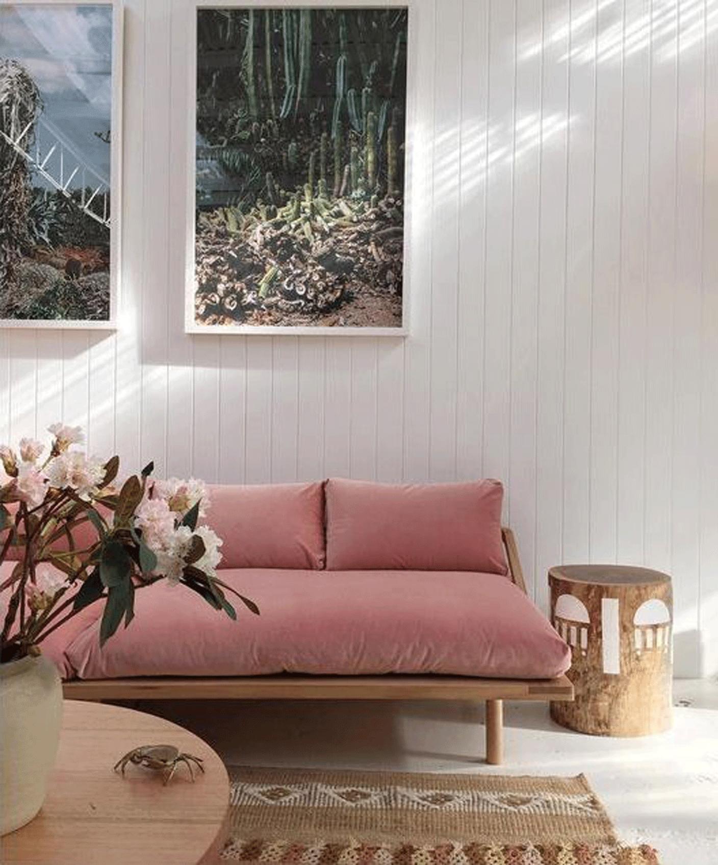 pink sofa | @themissprints