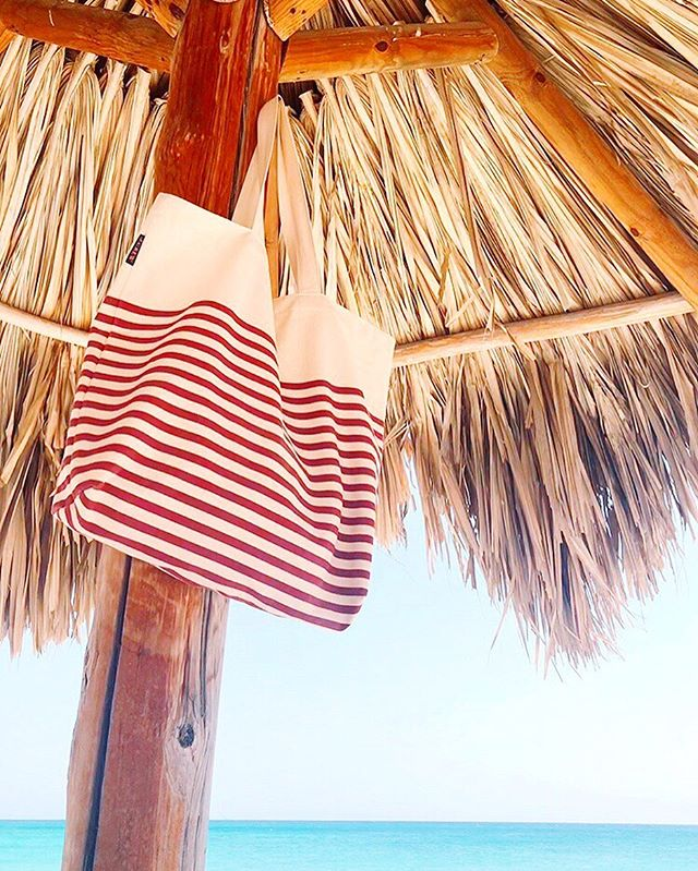 out of office ✌🏻😎 . . . . . . . #ooo #aruba #onehappyisland #jcrewalways #stripes #unlimitedparadise #missprintsstripes #myviewrightnow @arubatourism #discoveraruba