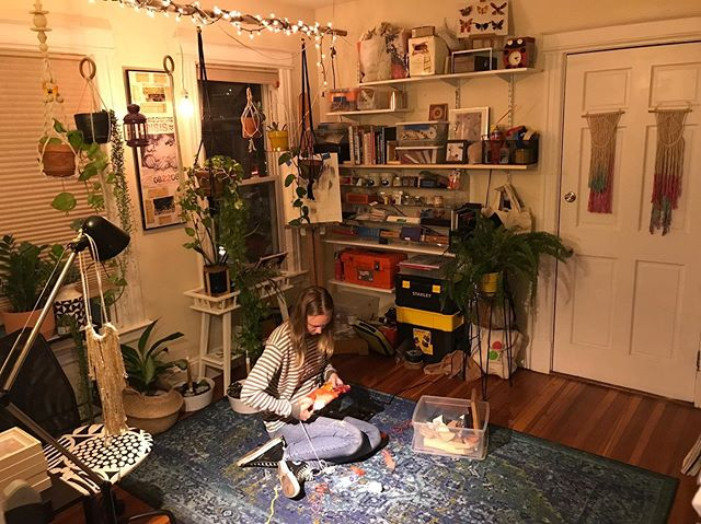 Even on weekends, the work never stops. Working late into the night tonight with a busy week ahead. #artistatwork #inmyelement #artist #ipreferthefloor #softlight #goodvibes #happyplace