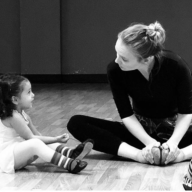 So sweet. Very thankful to the mom who snapped this pic. Thanks @backstageaod for sharing. This is easily the best part of the week for me. #danceteacher #ballet #babies #backstage #startyoung #thingstodowithkids #ctnow
