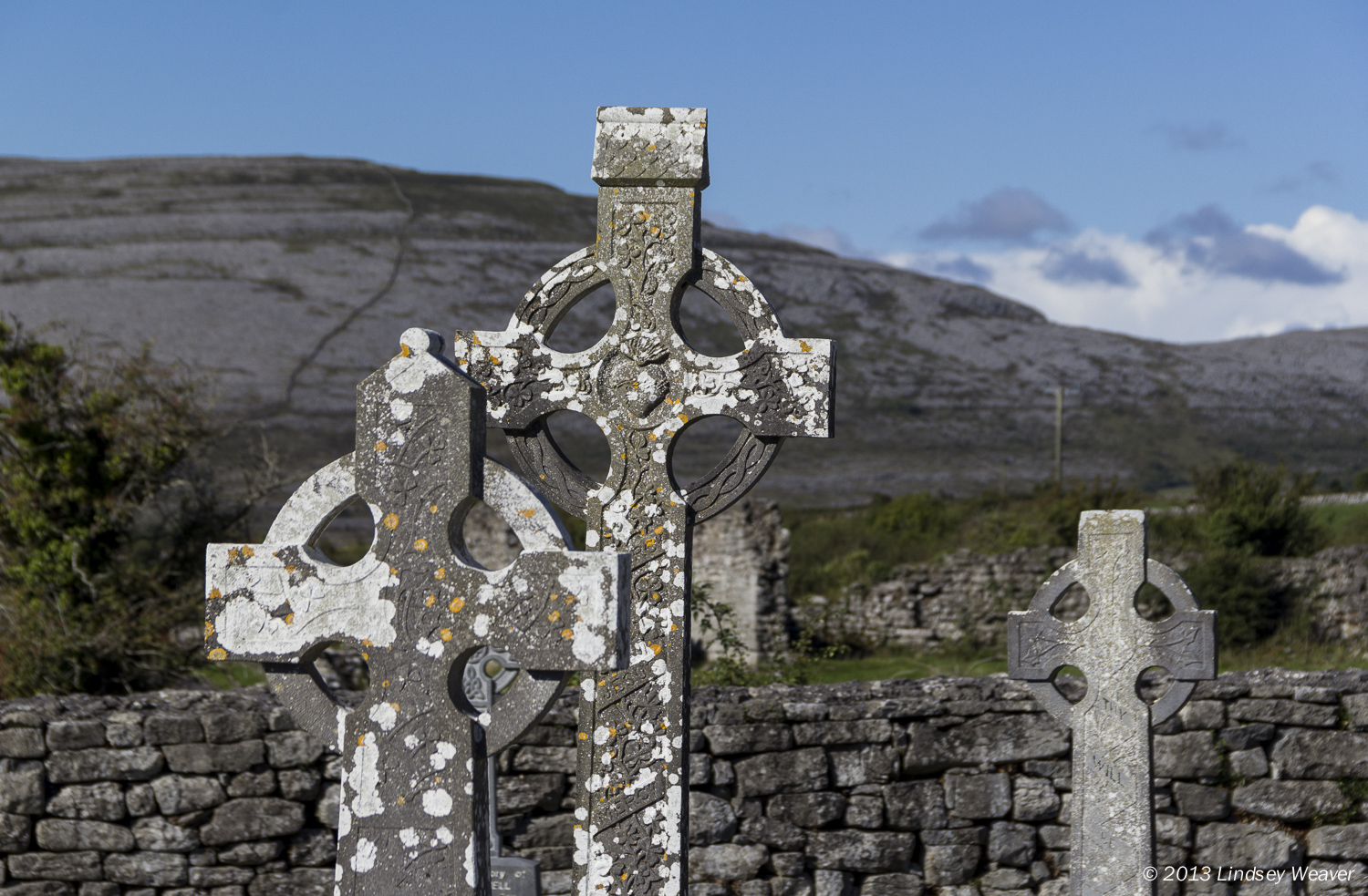 Crosses and famine walls