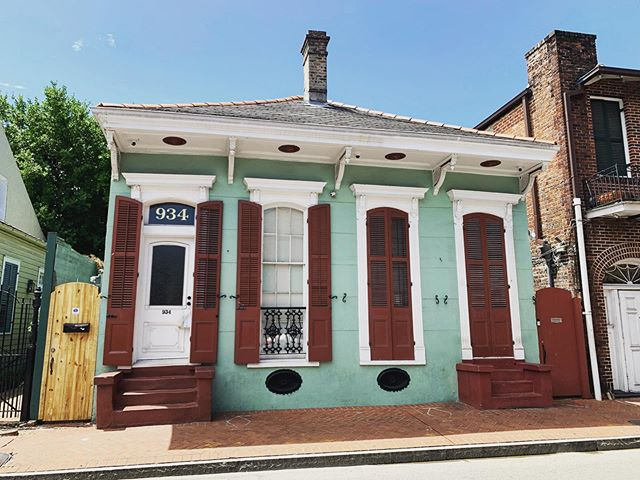 French Quarter architecture. | New Orleans, Louisiana (17-18 August 2019) ||| #frenchquarter #nola #nolaarchitecture #shotgunhousesofneworleans #neworleans #larkfilter #frenchquarterarchitecture #shotgunhouses #adventurestorians #historiansontour