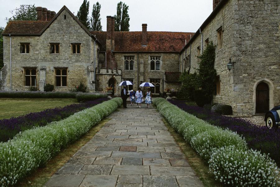 Notley-abbey-buckinghamshire-england-wedding-abi-q-photography--177.jpg