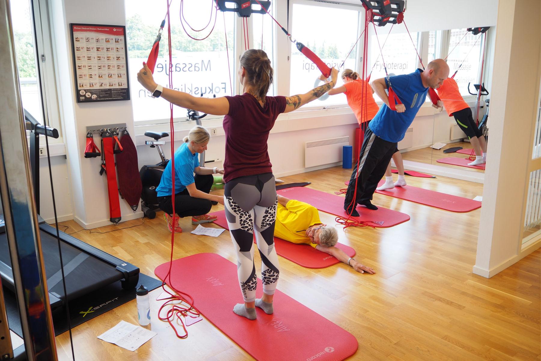 Fysioterapeutene på Fokusklinikken tilbyr trening og rehabilitering individuelt eller i små grupper. Foto: Fokusklinikken