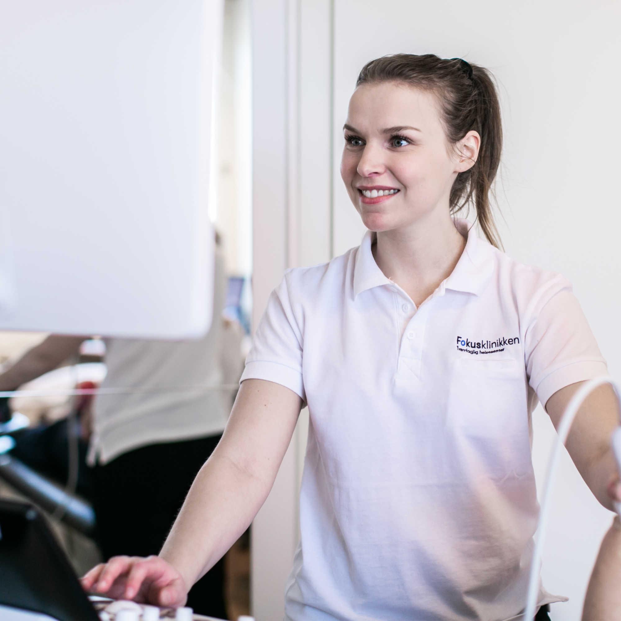 Fysioterapeut Ane på Fokusklinikken kan hjelpe deg med trening og behandling.