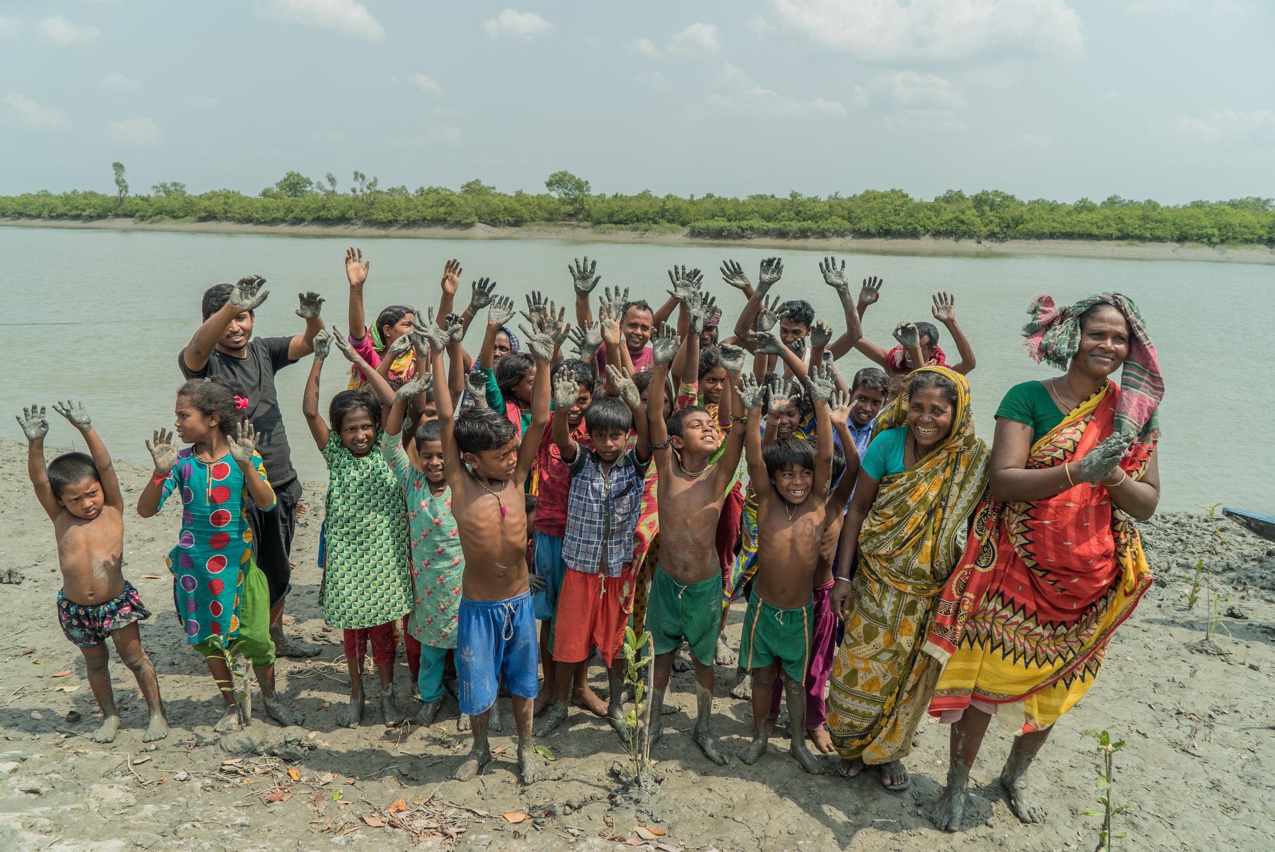 bangladesh-cyclone-shelter-mangrove-planting-sundurbans-Photo-by-Aaron-Minks-DSC05627.jpg