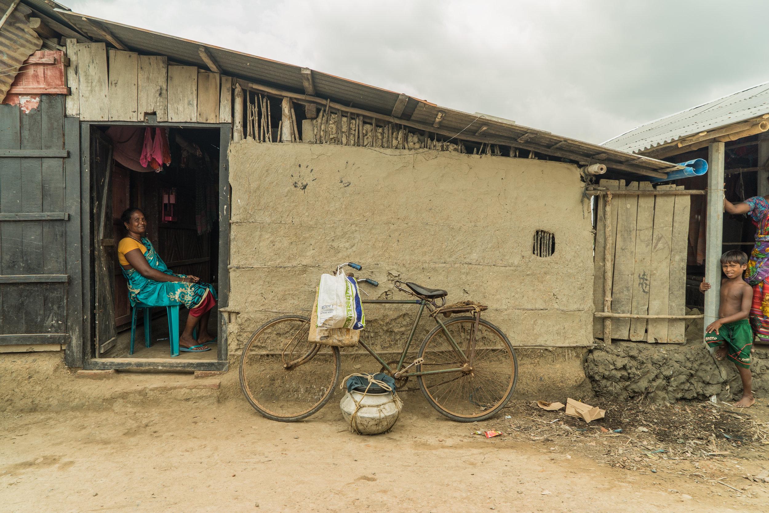 bangladesh-village-woman-portrait-Photo-by-Aaron-Minks-DSC05899.jpg