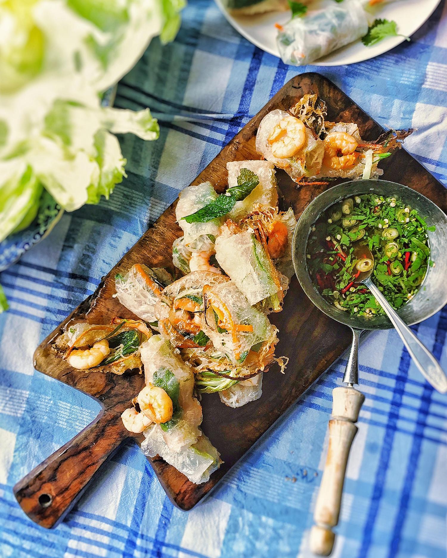 deep-fried-vietnamese-summer-rolls-with-dipping-sauce.jpg